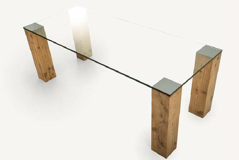 drevený masivny stol